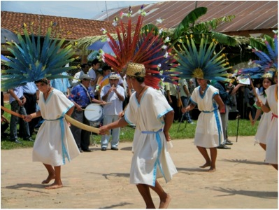 Baure Macheteros dancing with their feather masks
