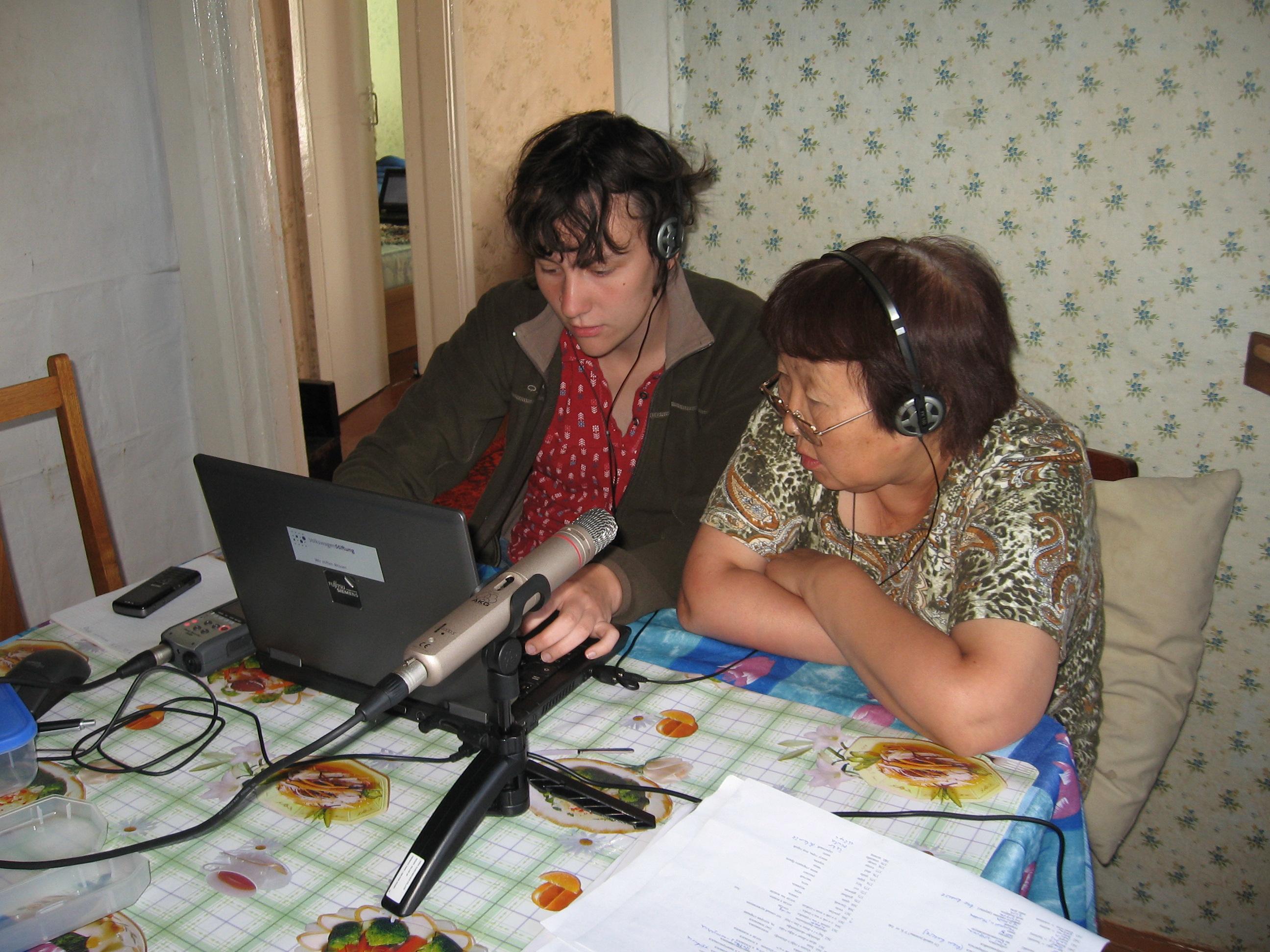 14_Natalia_Aralova_working_with_Rimma